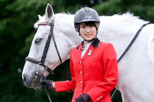 欅坂46の菅井友香、馬術スペシャルアンバサダーに就任! 乗馬コスも披露