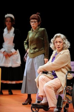舞台「8人の女たち」の公開舞台稽古 浅野温子「これから楽しい本番を迎えられたら嬉しいな、と思っております」