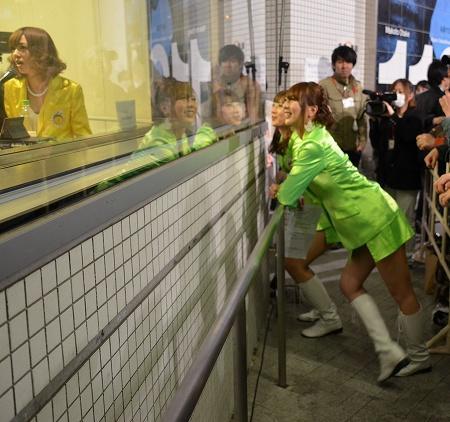 解散カウントダウン恵比寿マスカッツのラジオ生放送にファン300人! 希志あいの「全力で逆走していきたい」